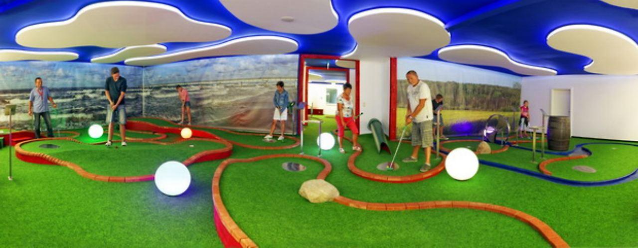 Bild: Indoor-Minigolf Pudagla